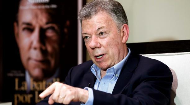 El expresidente colombiano Juan Manuel Santos habla durante una entrevista con Efe este jueves 5 de septiembre, en Ciudad de México (México). Foto: EFE