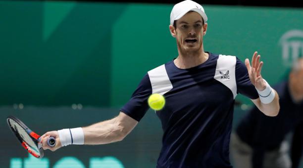 El tenista Andy Murray enfrentando al el holandés Tallon Griekspoor durante el partido correspondiente a la fase de grupos de la tercera jornada de la Copa Davis. Foto: EFE