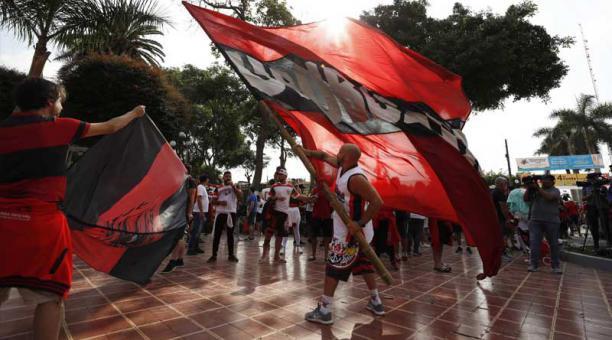 Hinchas del Flamengo de Brasil participan este viernes de un