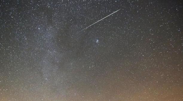 Imagen referencial. La lluvia de meteoros Gemínidas será el evento astronómico inaugural de diciembre del 2019. Su mayor intervalo de observación en Ecuador será el sábado 14 de diciembre. Foto: EFE