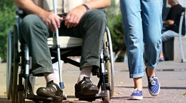 En Ecuador, personas con discapacidad denuncian obstáculos para obtener carnés. Dicen sentir