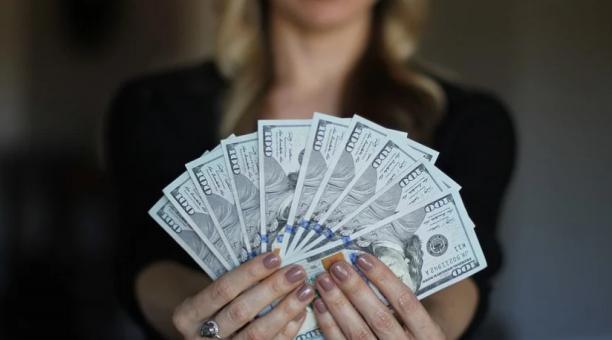 Los expertos brindan recomendaciones a las personas para manejar el dinero de la liquidación, y que eviten invertir en pirámides u falsas ofertas que podrían esconder estafas. Foto: Pixabay