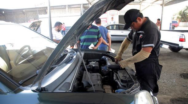 La Revisión Técnica Vehicular en Quito se reactivaría en el tercera semana de septiembre, según la Agencia Metropolitana de Tránsito. Foto: Archivo/ EL COMERCIO