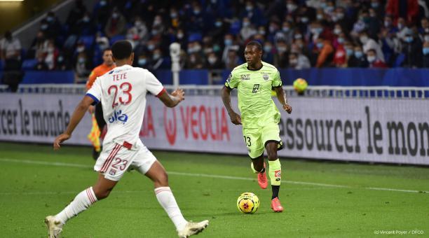 Aníbal Chalá durante el partido de su debut con el Dijon FCO de la Ligue 1 de Francia. Foto: Twitter del Club
