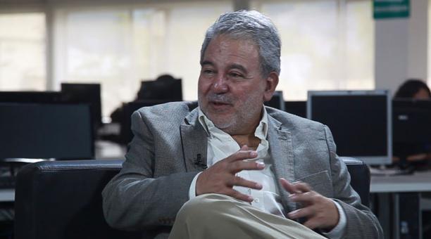 El consejero del CNE Luis Verdesoto enviará una propuesta para que la jornada electoral del 2021 se prolongue por dos horas. Foto: Archivo/ EL COMERCIO.