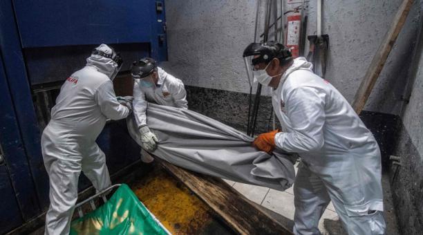 México superó las 70 000 muertes por el nuevo coronavirus el 11 de septiembre de 2020, una cifra superior a todas las proyecciones realizadas por las autoridades sanitarias durante la pandemia. Foto: AFP