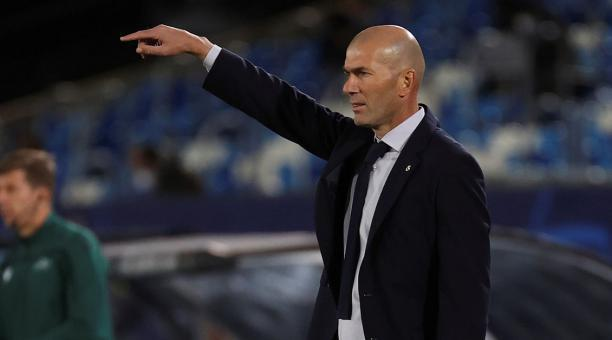 El DT francés Zinedine Zidane tiene la misión de recuperar al Real Madrid, tras una mediocre presentación en la Champions League frente al Shakhtar Donetsk. Foto: EFE.