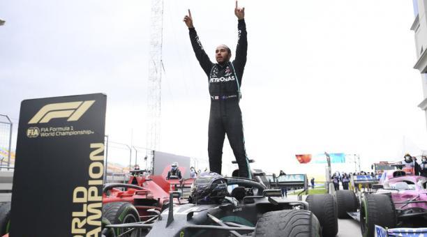 Lewis Hamilton batió todos los récords en la Fórmula Uno, con la escudería Mercedes. Foto: EFE