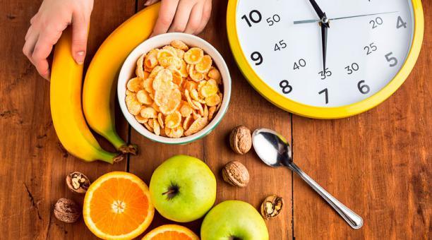 La rutina común de esta dieta es comer en una franja de ocho horas y luego ayunar.