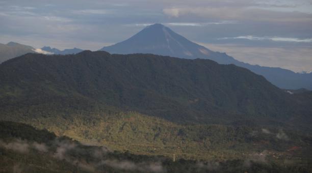 El Sangay, de 5 230 metros de altura sobre el nivel del mar, se ubica en la llamada Cordillera Real