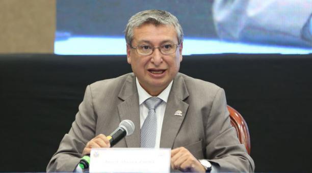 El vocal José Cabrera remitió a Secretaría una excusa, argumentando que no pudo asistir al Pleno por motivos personales. Foto: Tomada de la cuenta Twitter José Cabrera Zurita