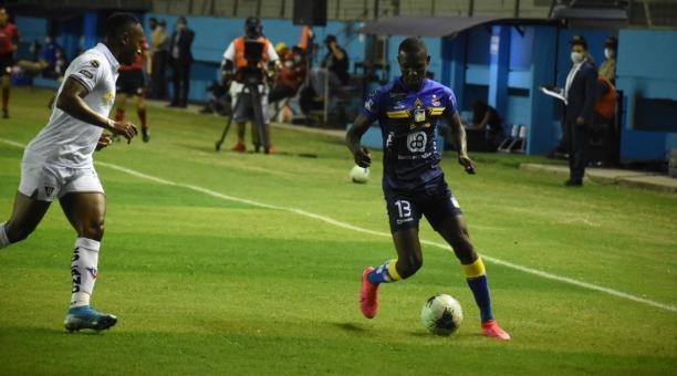 Janner Corozo, de Delfín, fue una de las figuras en el partido ante Liga de Quito, por la fecha 14 del campeonato. Cortesía del departamento de comunicación de Delfín
