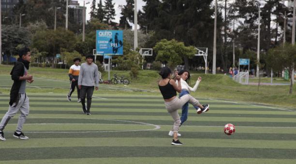 Tres parques de Quito registraron este 2 de enero del 2021 una escasa concurrencia de personas por la mañana. Foto: Galo Paguay/ EL COMERCIO.