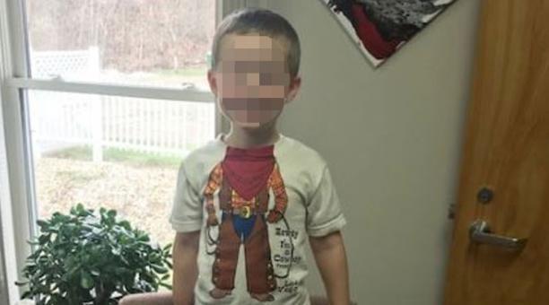 Un pequeño de tres años, identificado como Tony, fue abandonado junto con su perro en un cementerio en la víspera de Navidad. Foto: Facebook/ Hinckley Police Department - Ohio