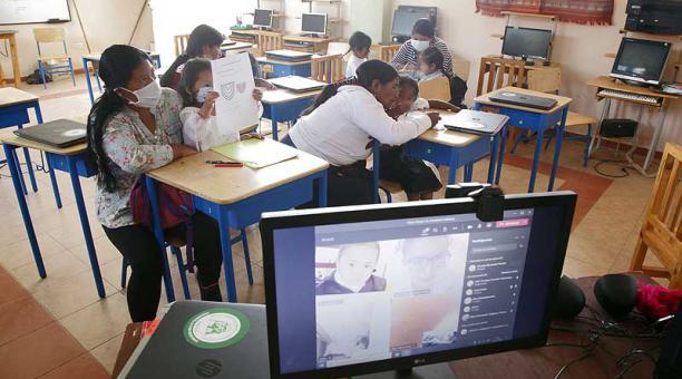 Desde marzo, el sector educativo está en modalidad virtual; buscan regresar de a poco. Foto: Patricio Terán / EL COMERCIO