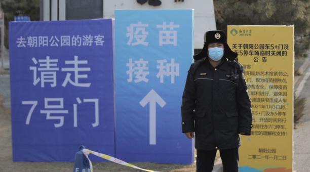 China informó este 4 de enero del 2021 que halló coronavirus en repuestos de automóviles de una fábrica. Foto: EFE.