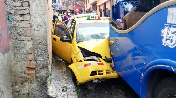 293 accidentes de tránsito se registraron en Ecuador, durante el feriado de fin de año del 2021, informó la AMT. Foto: Twitter Bomberos Quito