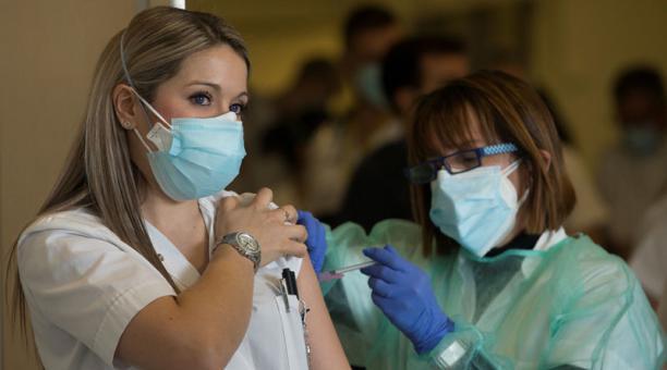 Imagen referencial. La desinformación sobre el coronavirus causó un auge de teorías conspirativas. Foto: EFE