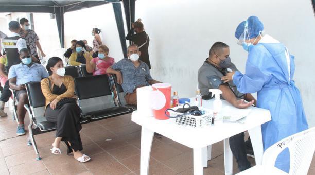 En el área de triaje del Hospital Bicentenario ayer se atendieron sospechosos de covid. Foto: Mario Faustos / EL COMERCIO