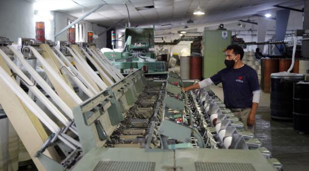 La industria textil fue puesta a prueba a raíz de la pandemia que provocó el coronavirus, en el 2020. En ciertos casos, las firmas de este sector incorporaron nuevos procesos y diseñaron prendas, que se volvieron indispensables, para mitigar el contagio.