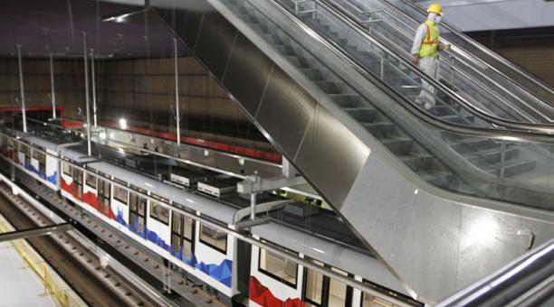El movimiento de un tren en una prueba en la estación San Francisco. Foto: Eduardo Terán / EL COMERCIO
