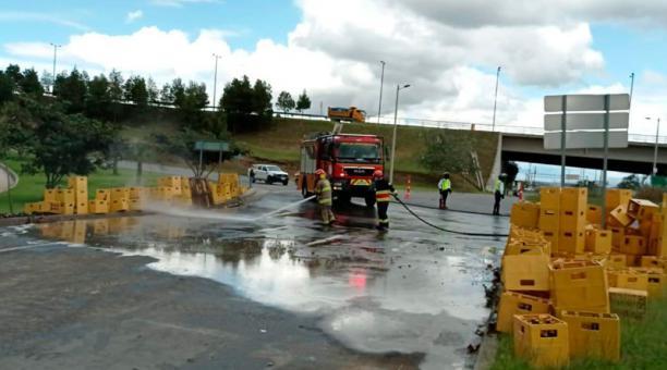 Accidente de un camión de cerveza en el sector de Lumbisi