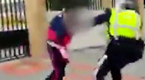 Video agente pelea