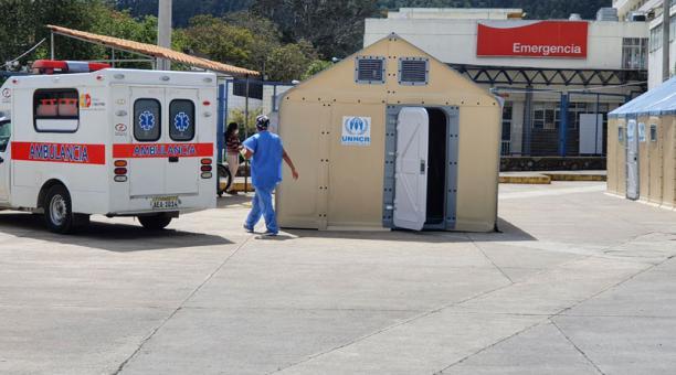 La Unidad de Cuidados Intensivos del hospital Vicente Corral Moscoso de Cuenca labora en su límite de ocupación. Foto: Lineida Castillo / EL COMERCIO