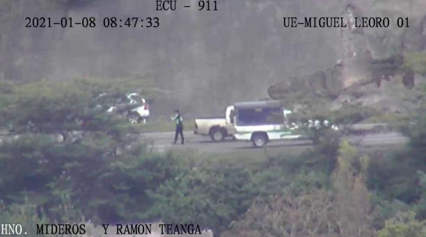 Los vehículos comenzaron a circular nuevamente por la vía Ibarra-San Lorenzo, que estuvo cerrada a causa de deslaves. Foto: Cortesía ECU 911