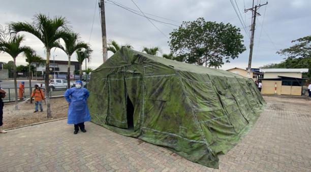 La Alcaldía de Guayaquil instaló la primera carpa para atención de casos leves y moderados de covid-19, que lleguen desde otros cantones y provincias. El puesto se ubica junto al peaje de la vía a la Costa.