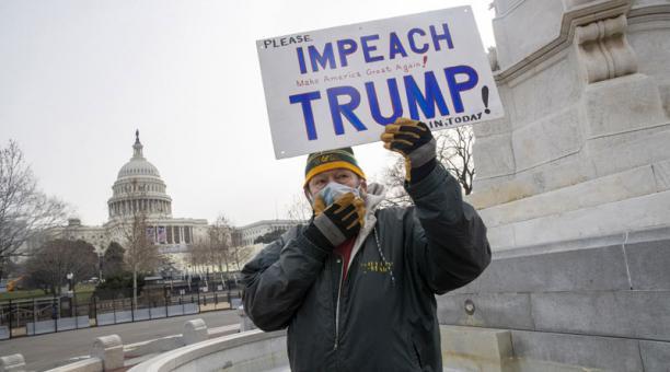Este 11 de enero del 2021 se inició en EE.UU. el proceso para someter a Donald Trump a un segundo juicio político debido a su responsabilidad en el asalto al Capitolio. Foto: EFE.