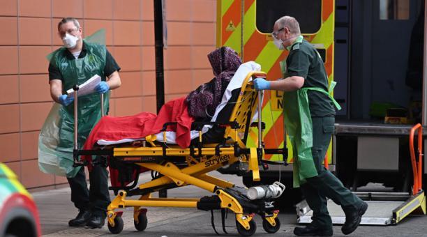 Oficina Nacional de Estadísticas (ONS) de Reino Unido dijo que se registra una cifra anual de fallecidos más alta que la de la II Guerra Mundial. Foto: EFE