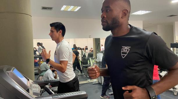 Los árbitros Franklin Congo y Luis Quiroz cumplieron con sus primeras pruebas médicas en la FEF. Foto: FEF