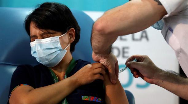 Las 28 millones de personas vacunadas contra el covid-19 hasta este 13 de enero del 2021 representan un 0,3% de la población mundial. Foto: REUTERS.