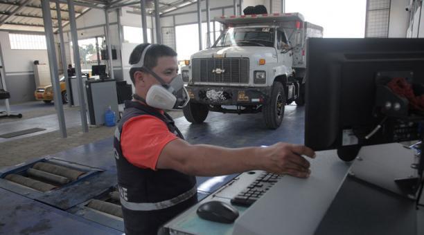 Para la revisión técnica vehicular (RTV) en Quito se  implementarán normas de bioseguridad para que se realice ese proceso. Foto: Archivo / EL COMERCIO