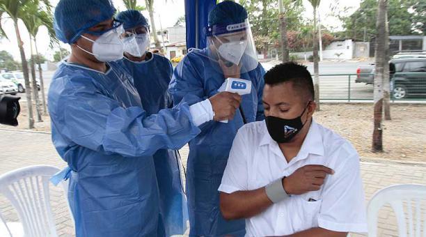El Municipio de Guayaquil mantiene la carpa médica, en la vía a Daule, para detectar casos de covid-19. Foto: Mario Faustos / EL COMERCIO