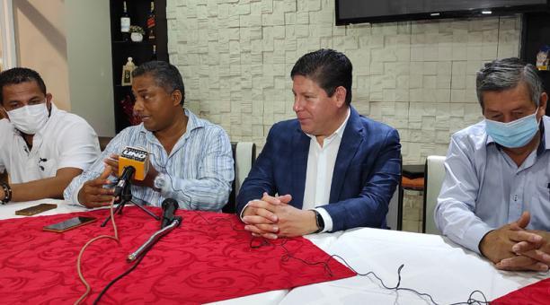 Los representantes de Ecuatoriana Airlines hicieron este viernes el anuncio de la operación de sus vuelos directos en las rutas Quito – Esmeraldas – Quito y Guayaquil – Esmeraldas – Guayaquil ante la Cámara Provincial de Turismo de Esmeraldas Foto: Marcel