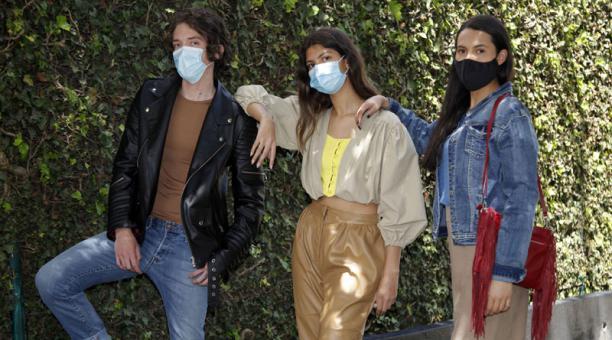 Modelos: Simone Chiriboga, Nicolás Egas y Samantha Orozco / DIS Management. Vestimenta: The Designers Society. Foto: Fotos: Patricio Terán / EL COMERCIO