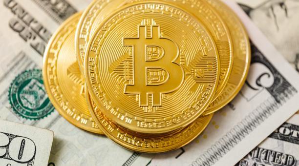 El ingeniero hizo los primeros intentos por 'adivinar' la contraseña de su cuenta en bitcoins. Sin embargo, solo tiene diez posibilidades para dar con la clave. Solo le quedan dos oportunidades. Foto: Pexels / Karolina Grabowska