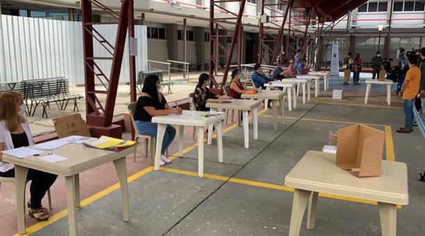 El simulacro inició con el ingreso de los miembros de las Juntas Receptoras del Voto.