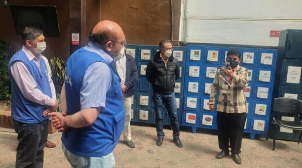 Al edificio del CNE llegaron delegados de las diferentes organizaciones políticas para informarse sobre el procesamiento de votos. Foto: Lineida Castillo / EL COMERCIO
