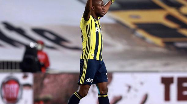 Énner Valencia celebra uno de los goles del Fenerbahce con el que se impusieron 3-1 ante el Ankaragücü. Foto: Twitter de Énner Valencia