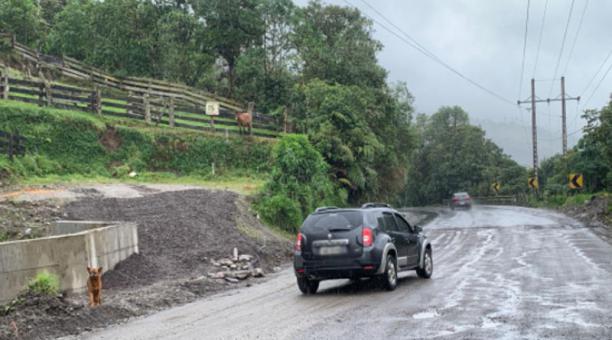 Así luce en algunos tramos la vía Papallacta- Baeza, cuando llueve. Foto: Cortesía Moisés Castillo