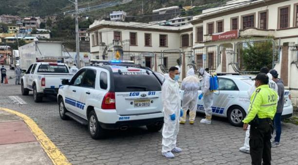 Policías y militares custodian las calles de Alausí, para evitar aglomeraciones. Foto: Cortesía / Municipio de Alausí