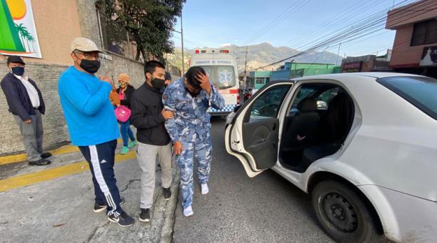 Un agente de tránsito se accidentó la madrugada de este martes 19 de enero del 2021 en Luluncoto. Foto: Patricio Terán/ EL COMERCIO.