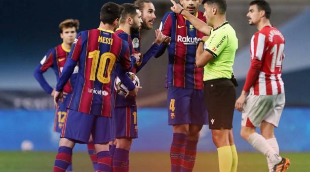 Lionel Messi fue sancionado con dos fechas tras ser expulsado en la prórroga de la final de la Supercopa de España entre el Barcelona y el Athletic de Bilbao. Foto: Twitter