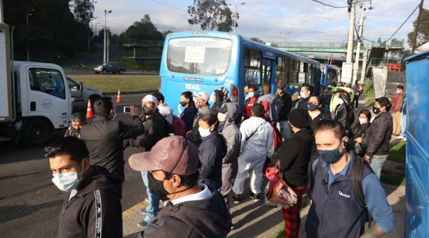 El Alcalde de Quito, Jorge Yunda, señaló que se mantienen las actuales restricciones de movilidad contempladas en el plan Hoy Circula. Foto: Diego Pallero / EL COMERCIO