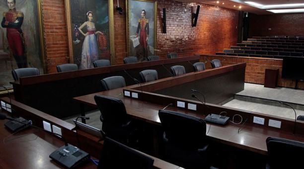 Desde que las reuniones son virtuales, el Concejo, ubicado en el edificio de la Alcaldía (Centro Histórico), luce vacío. Foto: Galo Paguay / EL COMERCIO