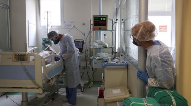 Imagen referencial. Un estudio canadiense concluyó que un fármaco tradicionalmente utilizado contra la gota reduce la mortalidad por covid-19. Foto: REUTERS.