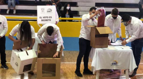 En Quito, el segundo simulacro electoral arrancó a las 09:14 de este 24 de enero del 2021 en el colegio Eufrasia. Foto: Diego Pallero/ EL COMERCIO.